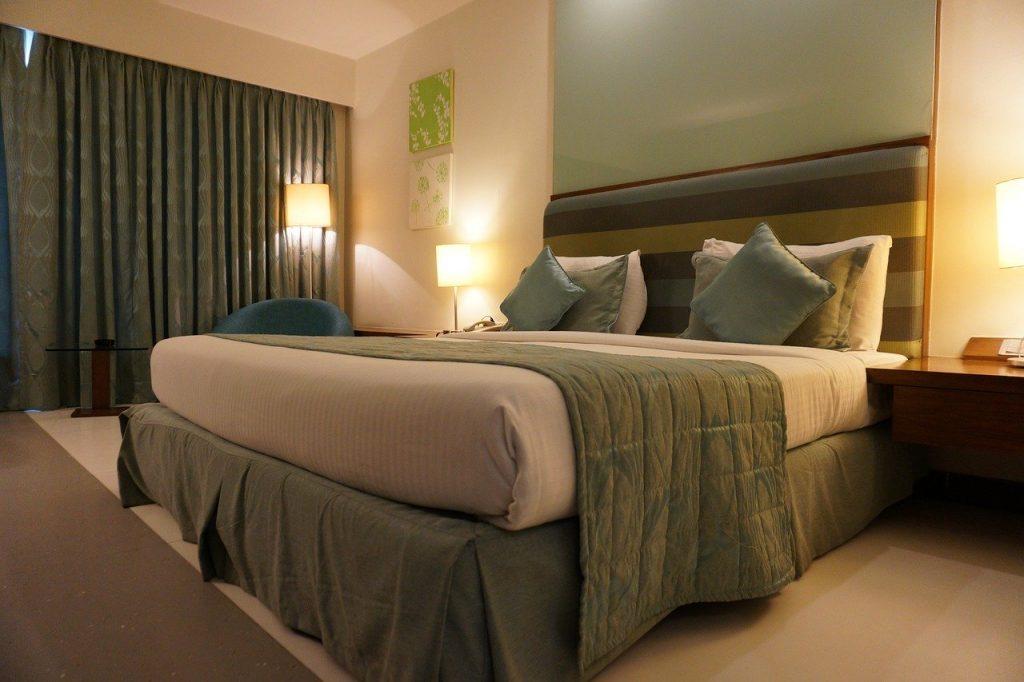 מיטה במלון